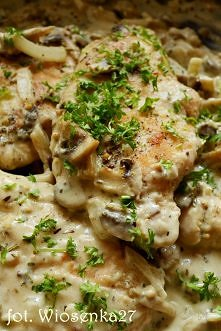 Filet z kurczaka w sosie pieczarkowo-musztardowym  Składniki:      1 filet z ...