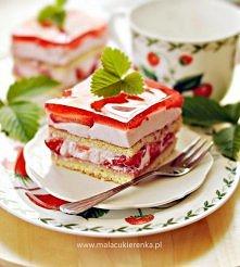 Ciasto z kremem jogurtowym i truskawkami. Przepis po kliknięciu w zdjęcie.