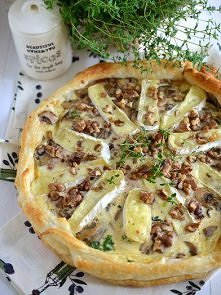 Tarta z pieczarkami, serem camembert i orzechami