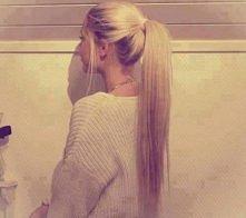 Odwar ze skrzypu dla pięknych włosów Aby mieć piękne włosy nie wystarczy myć i płukać je odwarami z mieszanek ziołowych. Warto podobne wywary także popijać, aby dostarczyć cebul...