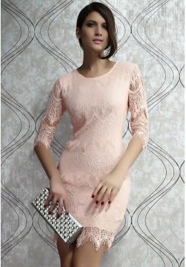 Jasno-brzoskwiniowa sukienka z koronką  Subtelna, delikatna sukienka w jasnym, brzoskwiniowym kolorze