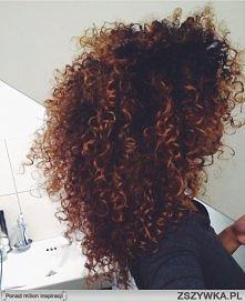 Wie ktoś jak mogę stworzyć na włosach coś podobnego? Albo jak stworzyć takie loczki ? Może być z jakiejś strony internetowej :)