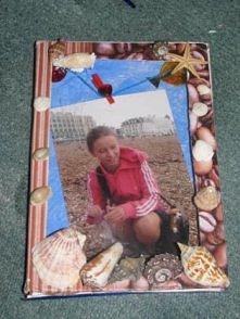 Ramka na zdjęcia z twardej okładki starego zeszytu
