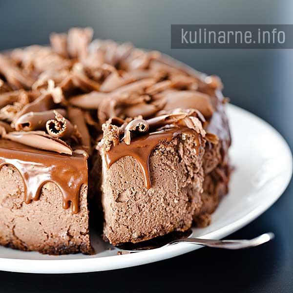 Sernik czekoladowy  Bardzo smaczny, czekoladowy sernik, który mimo że  jest pieczony, smakuje jak na zimno. Niezwykle udane połączenie sera i czekolady. Przepis po kliknięciu w zdjęcie ;)