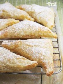 Francuskie z jabłkami  Składniki (na 6 dużych lub 12 małych ciastek): 1 opako...