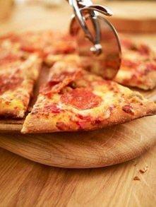 Pizza domowa na cienkim cieście :)  Idealna domowa pizza na cienkim cieście z dodatkami, które lubisz.... Czy nie jest to jedno z piękniejszych marzeń, ale rzadko realizowanych ...