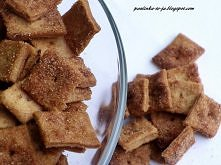 Kwadraciki cynamonowe  Składniki:  Na ciasto: 3/4 szklanki mąki 4 łyżki miękkiego masła 3 łyżki cukru łyżeczka cynamonu 2 łyżki gęstej śmietany  Dodatkowo:  łyżka drobnego cukru...