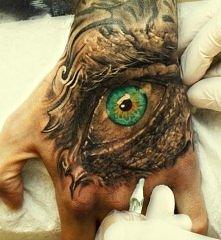 oko tatuaż na dłoni