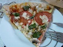 Pełnoziarnista pizza z mozzarella, bazylią, pomidorami, pieczarkami i ketchupem *.*