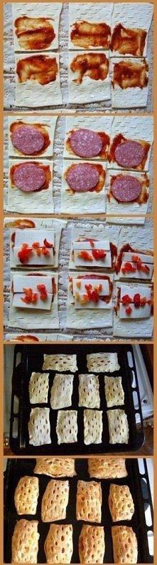 Wytrawne ciastka z ciasta francuskiego  Składniki :   -ciasto francuskie , -sos pomidorowy , -salami , -ser , -kawałki papryki ,  - można do tego dodać pieczarki