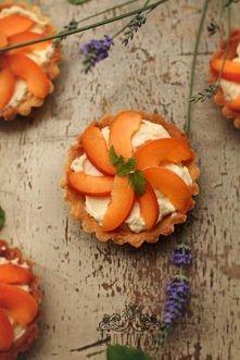 Tartaletki na fruktozie z masa budyniową i morelami