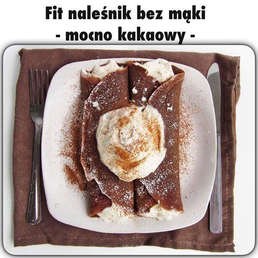 Kto ich nie kocha...Pyszne kakaowe i co najważniejsze fit naleśniki ! Naleśniki bez smażenia !  CIASTO: -2 jajka, -łyżka serka homogenizowanego, -płaska łyżeczka proszku do pieczenia, -pół łyżeczki kakao (prawdziwego, np. Decomoreno) - ja używam 1 łyżeczkę  Żółtka oddzielić od białek, wymieszać z serkiem, proszkiem do pieczenia i kakao. Białka ubić na sztywną pianę. Delikatnie połączyć obie masy i wylać na 2 płaskie talerze. Następnie wstawiać po kolei talerze z ciastem do mikrofali na 2-3 minuty (aż ciasto się zetnie).  Gotowe placki przełożyć farsze - u mnie serek, owoce, płatki migdalow, cynamon ...  Palce lizać     Nowy mail: biurotzd@gmail.com   stary adres również obowiazuje- maile zostaną przekierowane;)