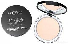 Prime & Fine Mattifying Powder Waterproof to transparentny, puder w kompakcie od firmy Catrice, dzięki któremu Twój makijaż będzie prezentował się elegancko przez wiele godz...