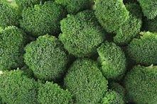 Mama kupiła mi dziś brokuły i chciałabym go zrobić na kolacje. :)  Co mogę z nimi zrobić? :D  Słyszałam, że z piersią z kurczaka. Ale czy to dobry pomysł na kolacje?  Czekam na ...