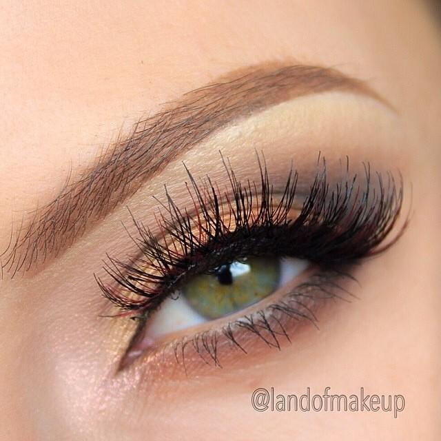 Ładny,delikatny makijaż :)