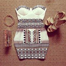 Cudna suknia w actekowy wzór