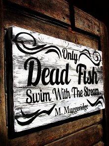 """""""Tylko martwe ryby płyną z prądem."""" - jedna z najnowszych, inspirujących tablic SFD.  Źródło: SFD Skandinavisk Möbeldesign meble-sfd.com"""