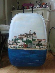Moja walizka pomalowana niedawno przeze mnie na wyjazdy wakacyjne c: