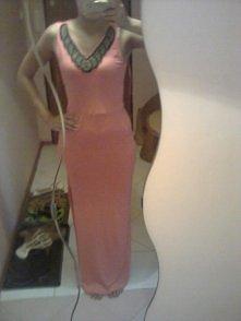 Mam do sprzedania śliczną sukienkę maxi koloru koralowego rozm. S/M cena 40zł (cena do negocjacji)