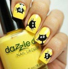 Taki wesoły kot na paznokciach :)