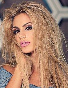 fryzurka i makijaż... lubię...