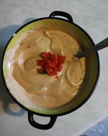 sos na grilla i nie tylko :) majonez, śmietana, musztarda, ketchup, sól, pieprz, papryka ostra lub chilli, czosnek (ale to nie koniecznie, jak kto lubi), + jakieś ulubione przyp...