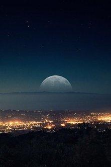 Miasto nocą..