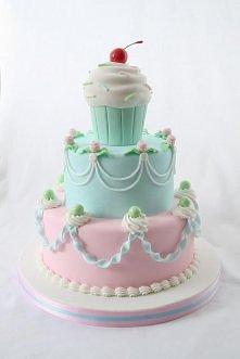 tort z babeczką