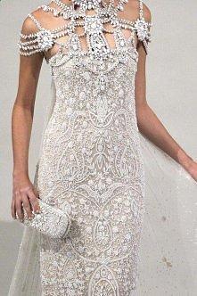 *** dość wystawna suknia śl...
