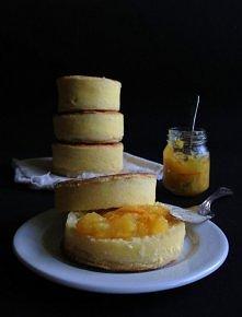 Muffiny angielskie Składniki letnie mleko, 1 i 1/2 szklanki miód, 2 łyżeczki oliwa z oliwek, 1 łyżka mąka pszenna, 2 i 2/3 szklanki sól morska, 3/4 łyżeczki suche drożdże, 2 łyż...
