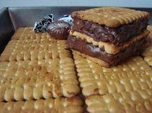Kukułka – ciasto bez pieczenia  Składniki:  25 dag herbatników 20 dag orzechów włoskich 30 dag cukierków kukułek 1 litr mleka  4 budynie czekoladowe 1 kostka masła  Wykonanie:  ...