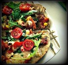 przepis na najzdrowszą pizzę świata i to bez drożdży! kładniki: -2 szklanki m...