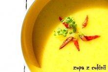 zupa z żółtej cukinii