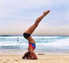 Każdego dnia warto walczyć o swoje postanowienia. Ja podczas treningów coraz dłużej wytrzymuje na głowie :) Dlatego wzmacniamy ramiona!