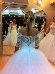 Niesamowita suknia ślubna z...