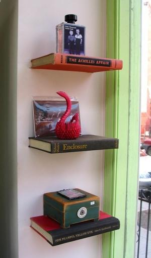 Półki z książek