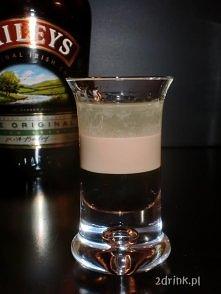 SHOT BARANEK    jeszcze jeden pomysł na to, jak wykorzystać wódkę Luksusową Świeży Ogórek.   Kolejny shot warstwowy, o dość ciekawym smaku, bo orzeźwiający smak ogórka z wódki ł...