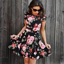 Sukienka w kwiatki z koła