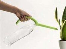 Super pomysł. Nakładka na butelkę do podlewania kwiatków:)