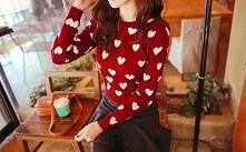 Sweterek z serduszkami :)