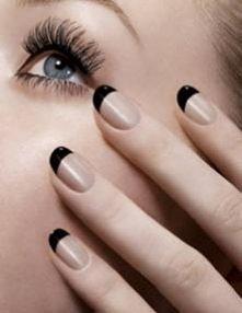 Beżowe paznokcie z czarnymi końcówkami