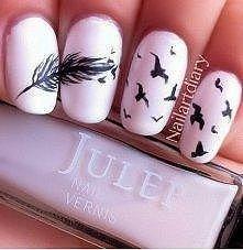 Białe paznokcie z piórkiem i ptakami ;) Podobają mi się i teraz muszę je zrobić ;p
