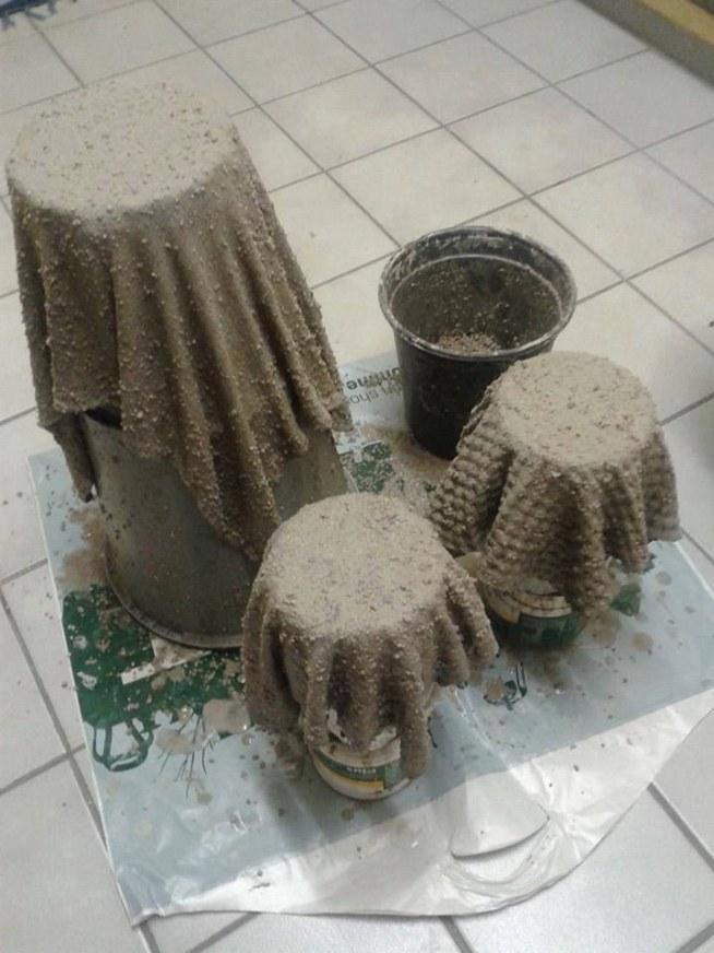 Ozdobne Doniczki Cement Z Piaskiem Jakieś Stare Szmaty I