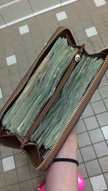 z takim portfelem mogę iść na zakupy^^
