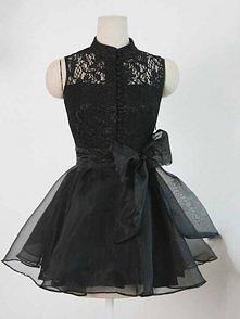 Śliczna czarna sukienka z tiulu i koronki ;)