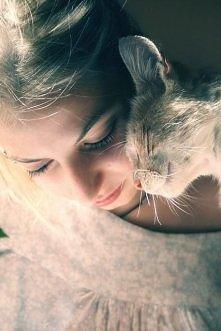 Przytulanie z kotkiem... me...