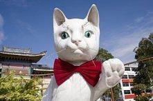 Kuching, miasto kotów - jeden z pomników niedaleko kociego muzeum.