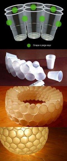 klosz z kubków plastikowych