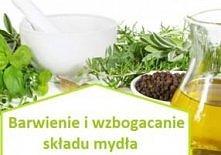 Mydło można wzbogacić o dodatkowe składniki, np. zioła, przyprawy, które nadadzą mu specyficzne właściwości i urozmaicą jego barwę i strukturę.