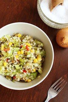 Sałatka brokułowa z kaszą jęczmienną (285 kcal) <3  link w komentarzu